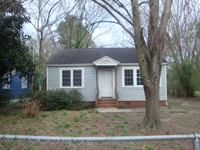 135 CAROLINA AVE., Sumter, SC 29150