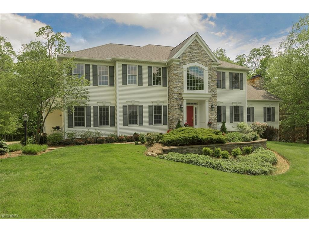 8265 Woodberry Blvd, Chagrin Falls, OH 44023