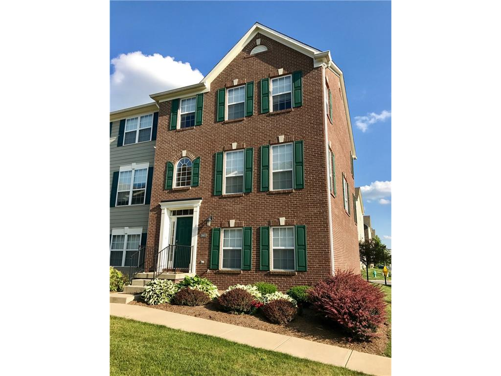 9072 TEANECK Drive, Fishers, IN 46038