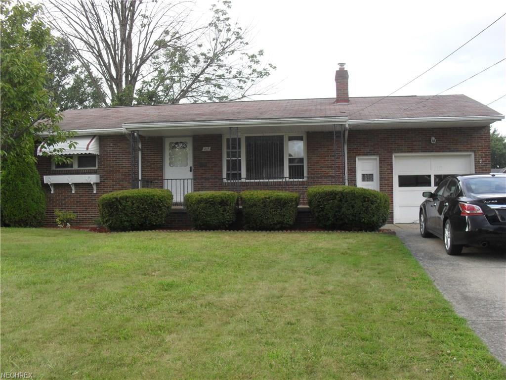 211 Overlook Blvd, Struthers, OH 44471