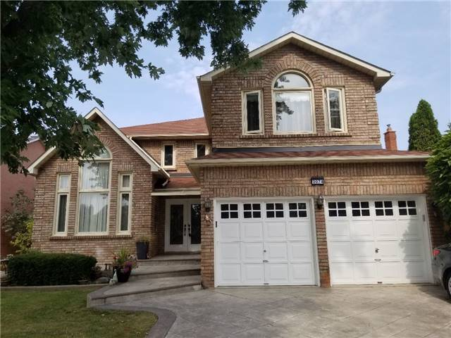 2074 Pineview Dr, Oakville, ON L6H 5M4