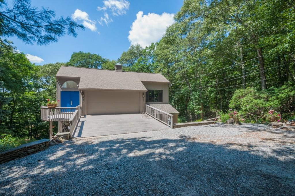 16 River Road Drive, Essex, CT 06426