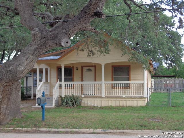 637 SAN ANTONIO ST, Pleasanton, TX 78064