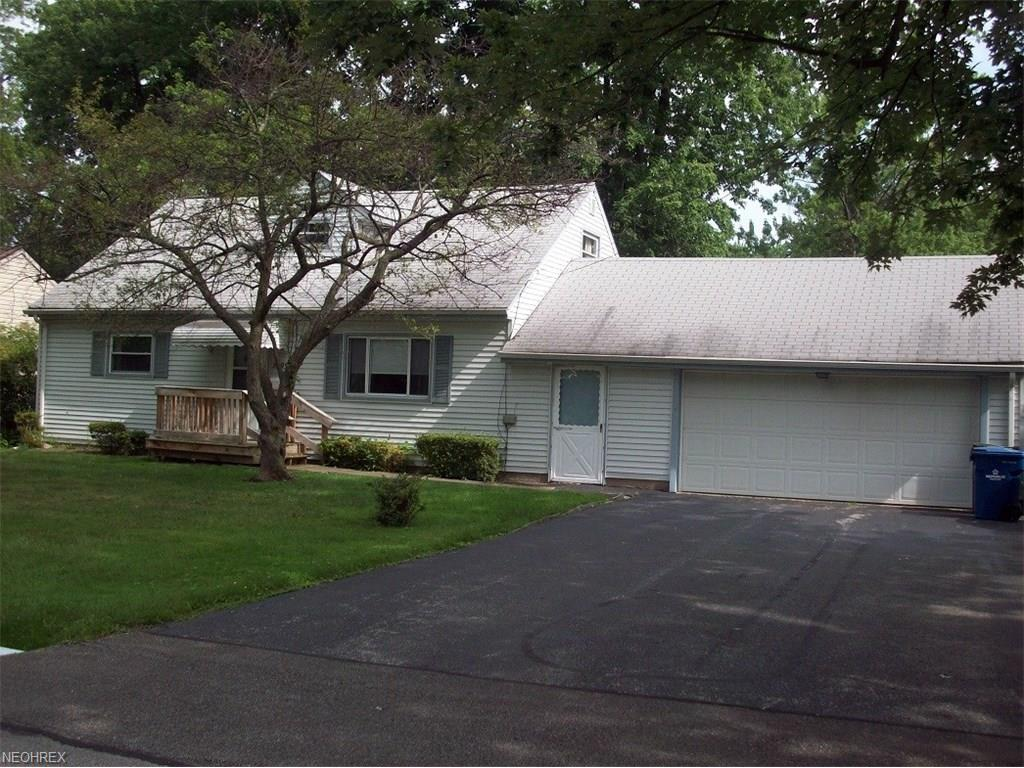 7695 Southland Dr, Mentor-on-the-Lake, OH 44060