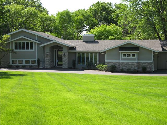 8341 Briar Lane, Prairie Village, KS 66207