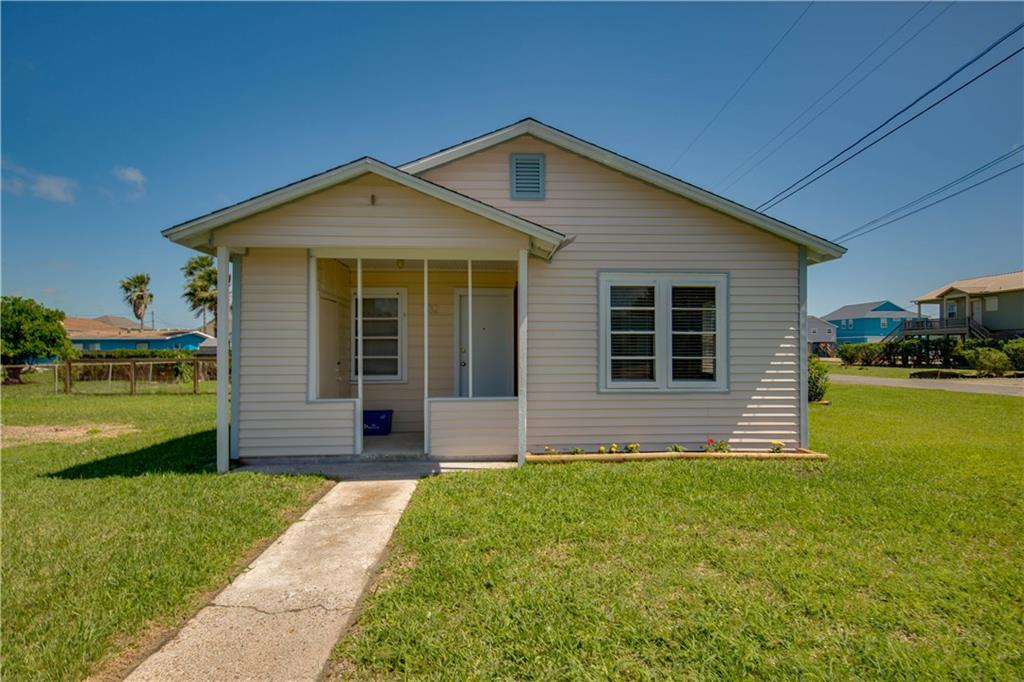 1132 S Church St, Rockport, TX 78382