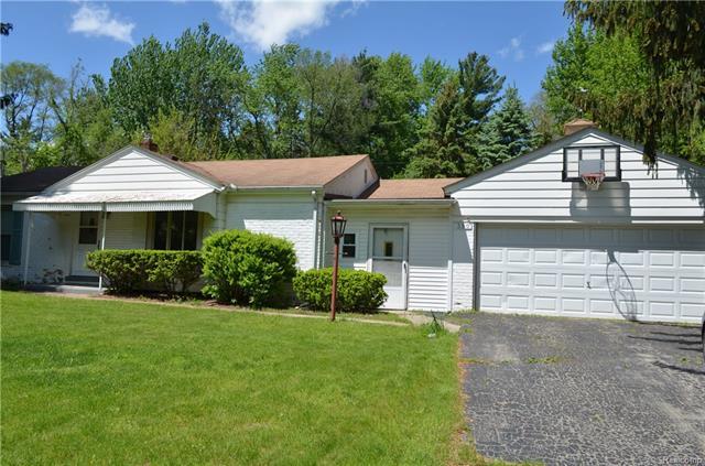 390 MAPLEHILL RD, Rochester Hills, MI 48306