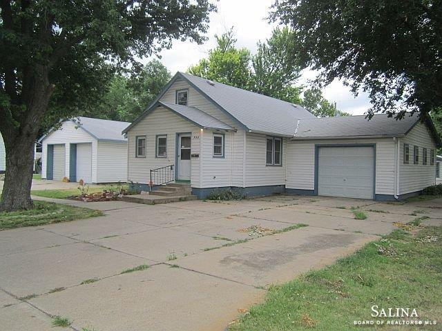 703 Maple Avenue, Salina, KS 67401