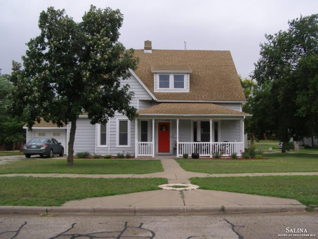 916 N Grand Avenue, Ellsworth, KS 67439