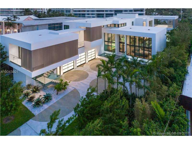 820 Lakeview Dr, Miami Beach, FL 33140