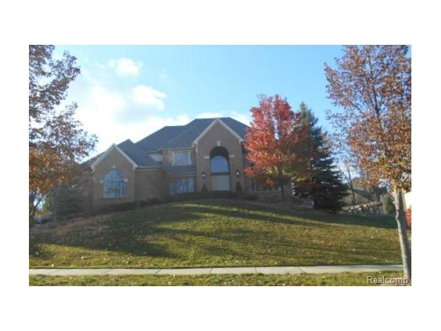 653 Langley RD, Rochester Hills, MI 48309