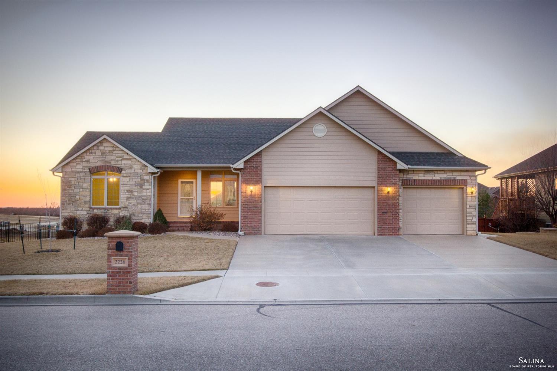 2226 Sunset Ridge Drive, Salina, KS 67401