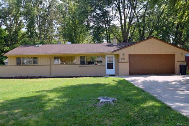 2709 Littletell Avenue, Sylvan Lake, MI 48324