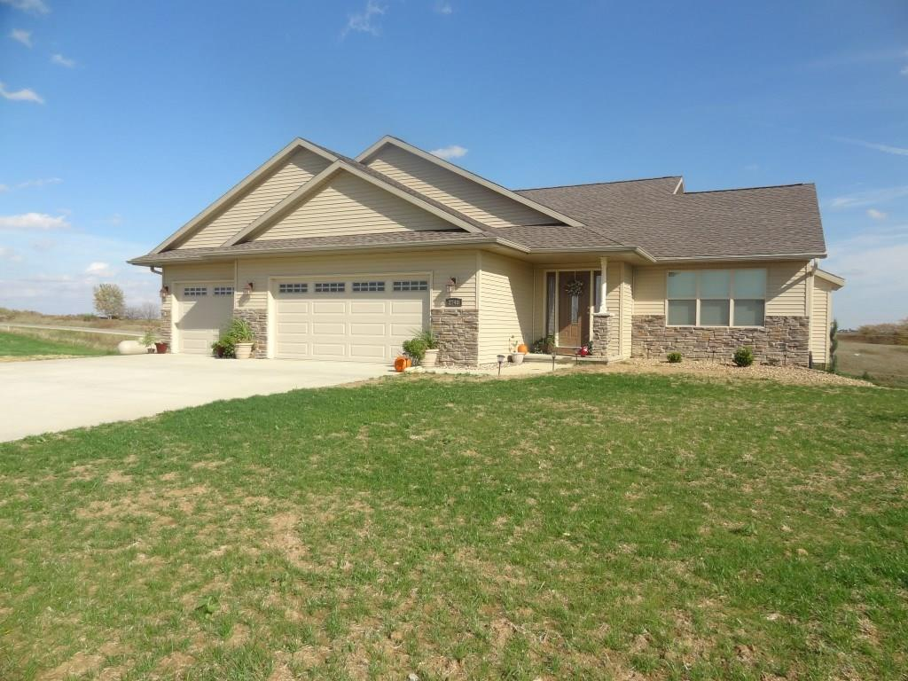 2748 Coyote Ct Drive, Williamsburg, IA 52361
