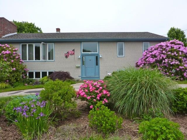 25 Lawn AV, Jamestown, RI 02835