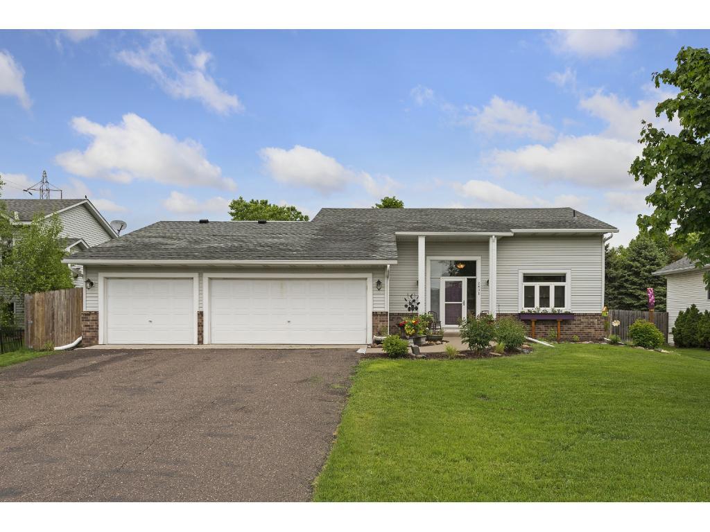 2831 Carver Park Circle, Woodbury, MN 55125