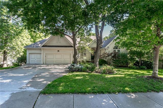 10761 S Cedar Niles Circle, Olathe, KS 66061