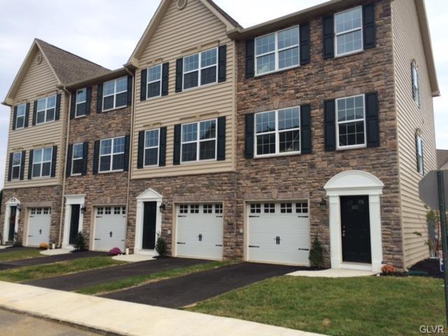 1527 Brookstone Place, Hellertown Borough, PA 18055