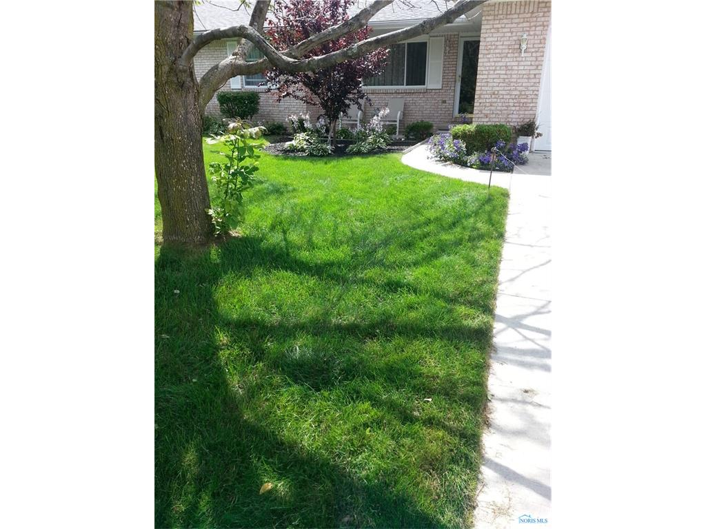 7030 N TALL OAKS Drive, Curtice, OH 43412