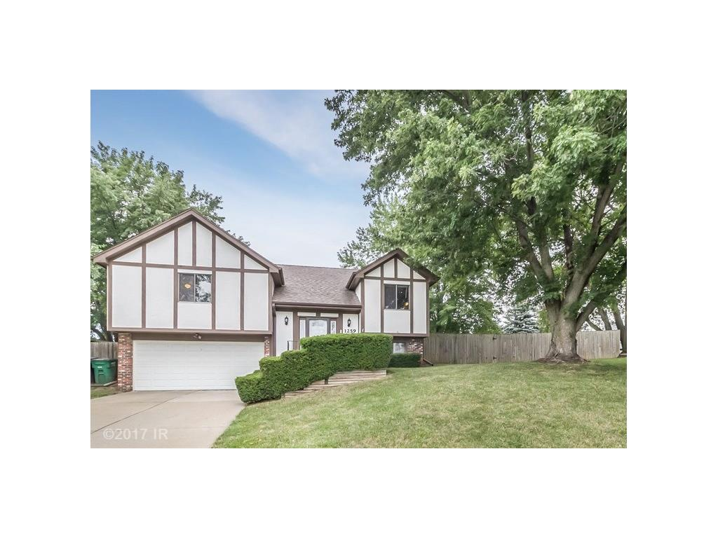 1259 Forest Circle, Clive, IA 50325