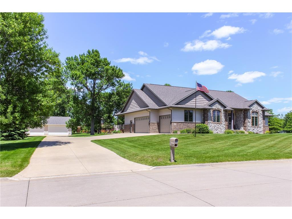 902 Rebecca Court, Independence, IA 50644