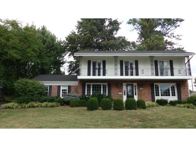 182 Marcrest Drive, Chesterfield, MO 63017