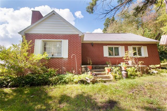2290 ADAMS RD, Oakland Twp, MI 48363