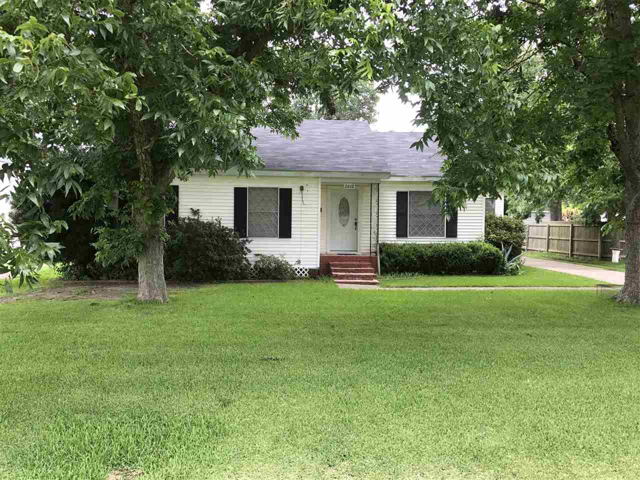 2618 Third Ave, Groves, TX 77619