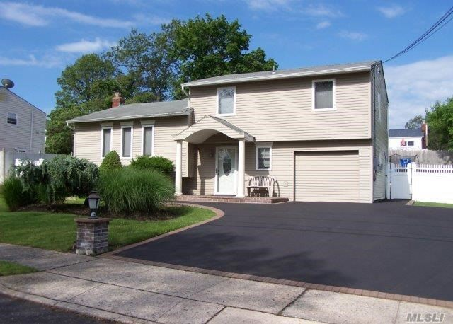 This Beautiful 4/5 Bedroom Splanch  Features  Living Room Formal Dinning Room Family Room Eat In Kitchen 2.5 Bathrooms With A  Part Finished Basement. Manicured Landscape With Above Ground Pool Perfect To Summertime Entertainment. Plenty Of Room For Expansion ....Move Right In