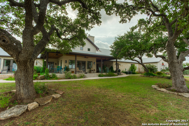 2814 Panther Hollow Dr, Bandera, TX 78003