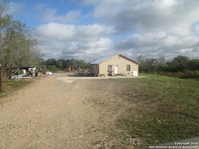 15749 Luckey Rd, Atascosa, TX 78002