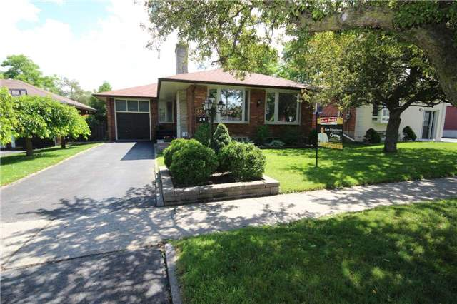49 Lyon Heights Rd, Toronto, ON M1P 3V8