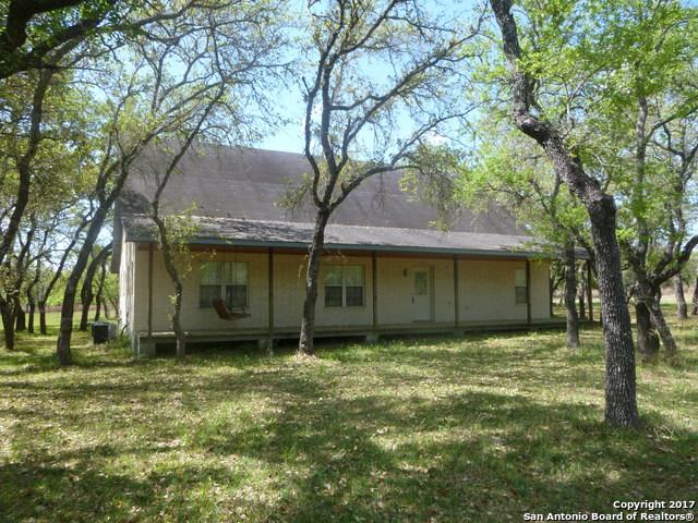 456 WILD ROSE LN, Stockdale, TX 78160