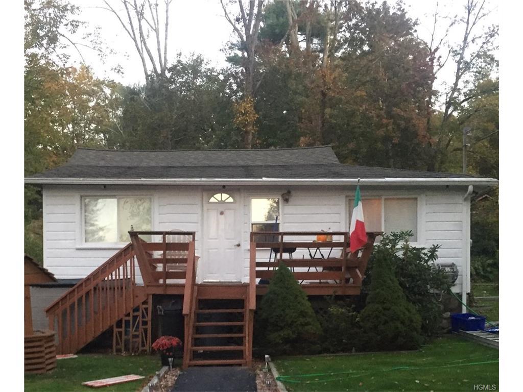 8 Cedar Road, Greenwood Lake, NY 10925