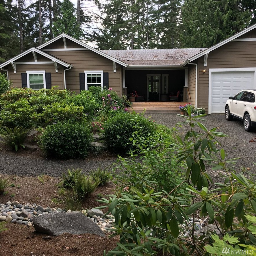161 E Country Club Dr, Allyn, WA 98524