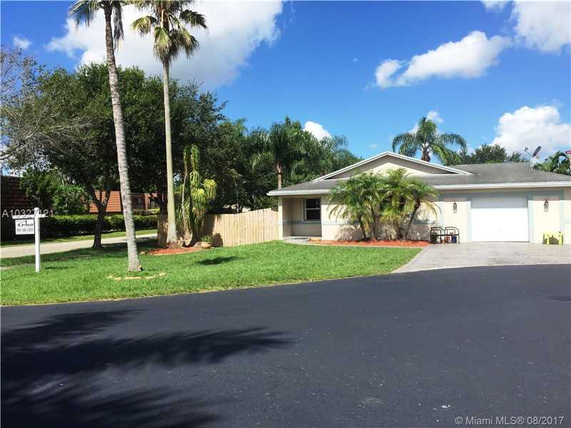 1075 SW 119th Way, Davie, FL 33325