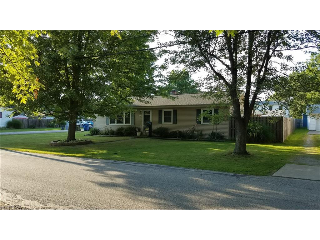 7665 Holly Dr, Mentor-on-the-Lake, OH 44060