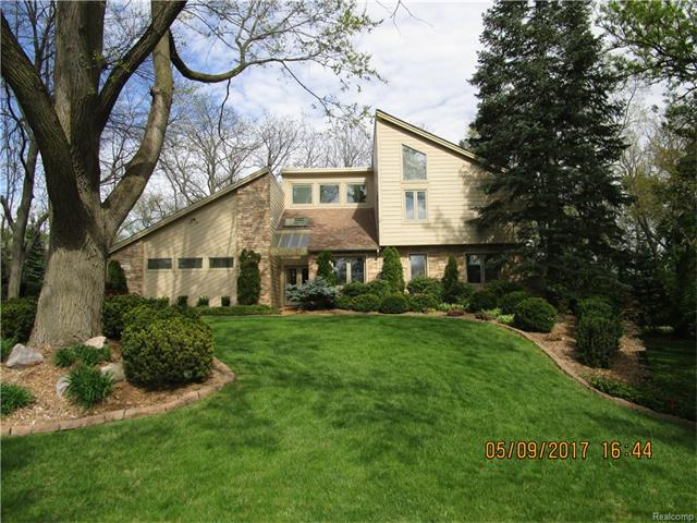 5820 BRAVO Court, Orchard Lake, MI 48324