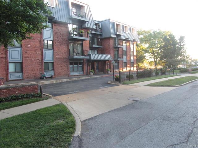 450 W Adams Avenue, Kirkwood, MO 63122
