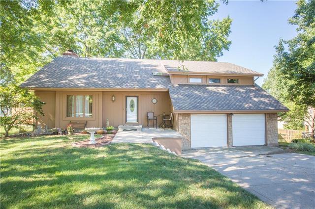 8236 NW Waukomis Drive, Kansas City, MO 64151