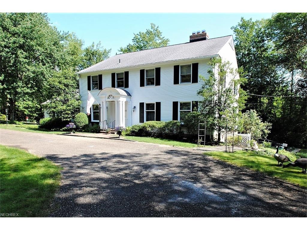 1669 Berkshire Rd, Gates Mills, OH 44040