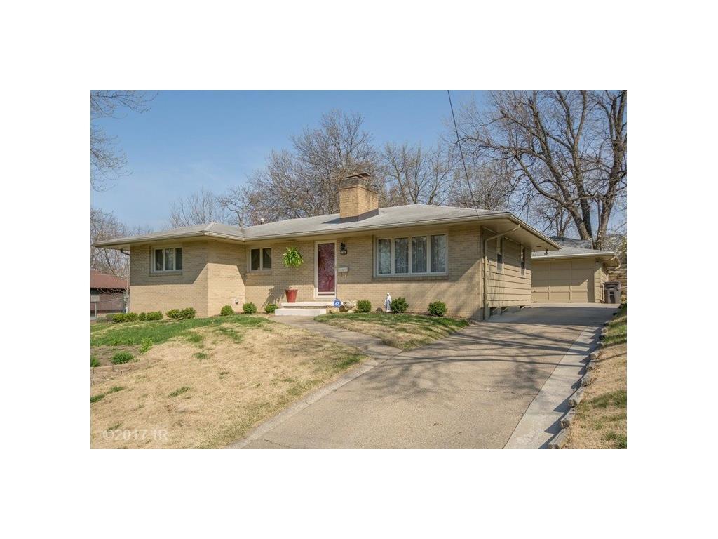 2400 Richmond Avenue, Des Moines, IA 50317