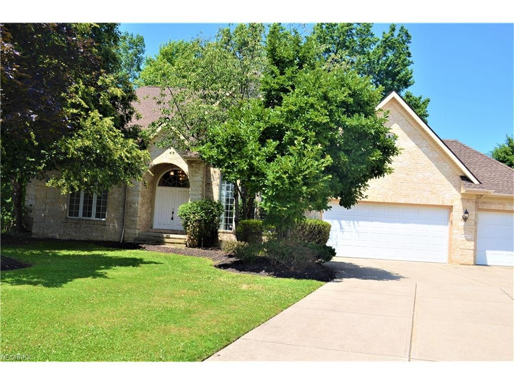 582 Clinton Ln, Highland Heights, OH 44143