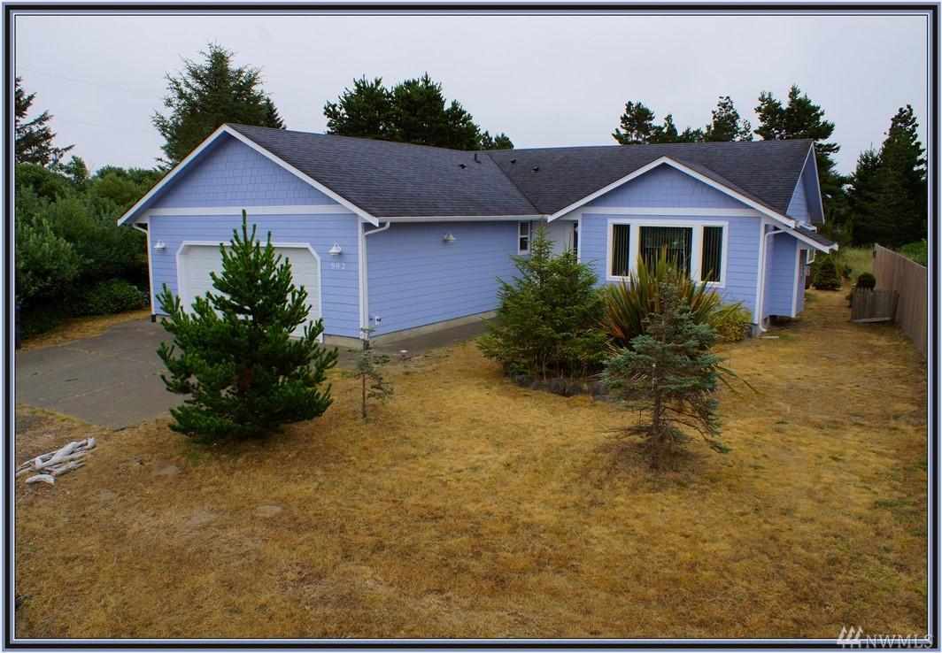 902 Cascade Ave SW, Ocean Shores, WA 98569