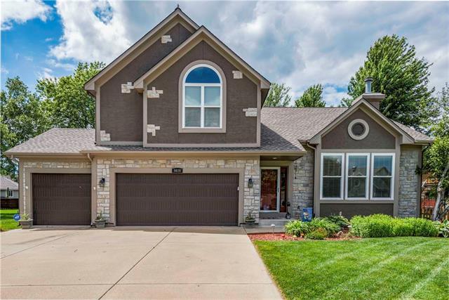 5636 Lakecrest Drive, Shawnee, KS 66218