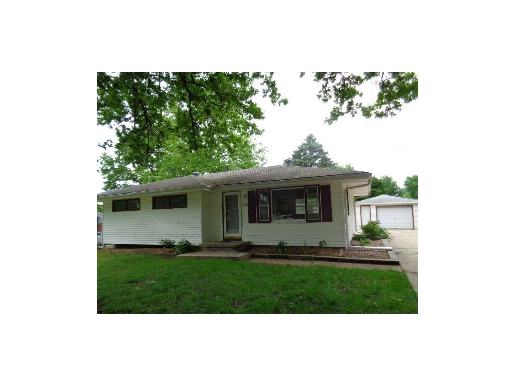 4904 Walnut Drive, Pleasant Hill, IA 50327