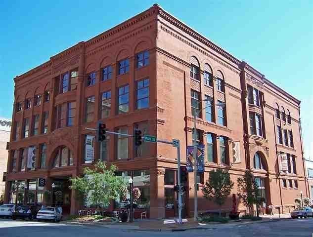 131 W 2ND Street 3rd F, Davenport, IA 52801