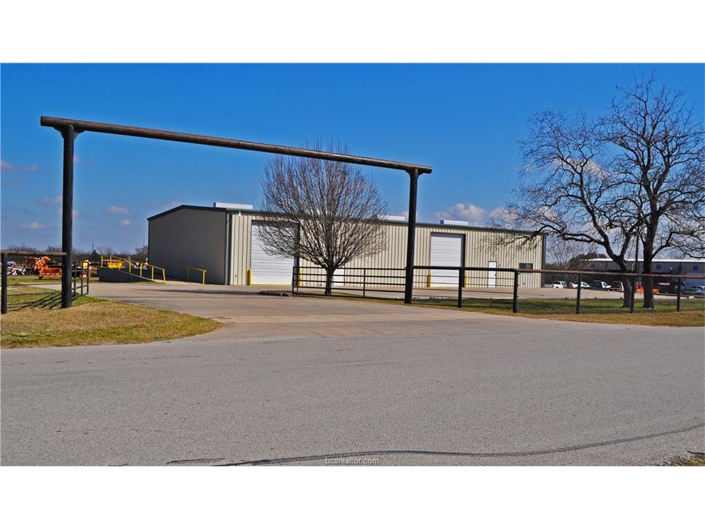 2710 Clarks Lane, Bryan, TX 77808