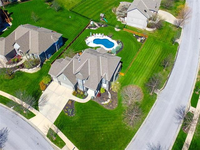17600 W 84TH Street, Lenexa, KS 66219