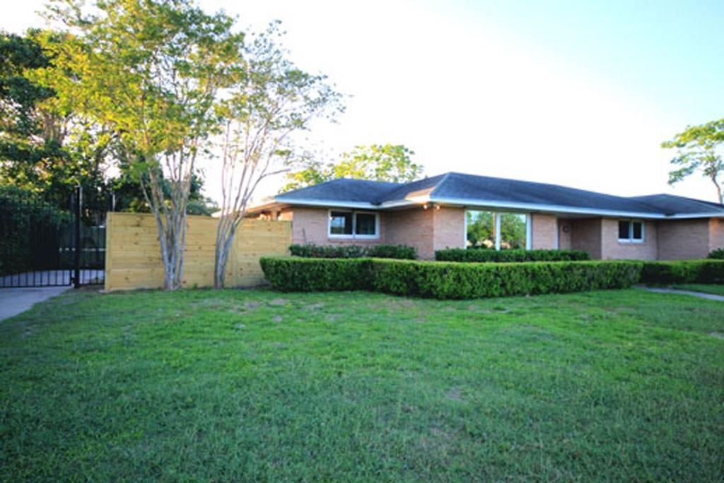 414 Carmel Pkwy, Corpus Christi, TX 78411